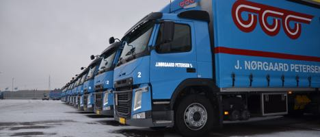 Fragtmand ruller godset ud med 14 nye lastbiler - og alle de andre